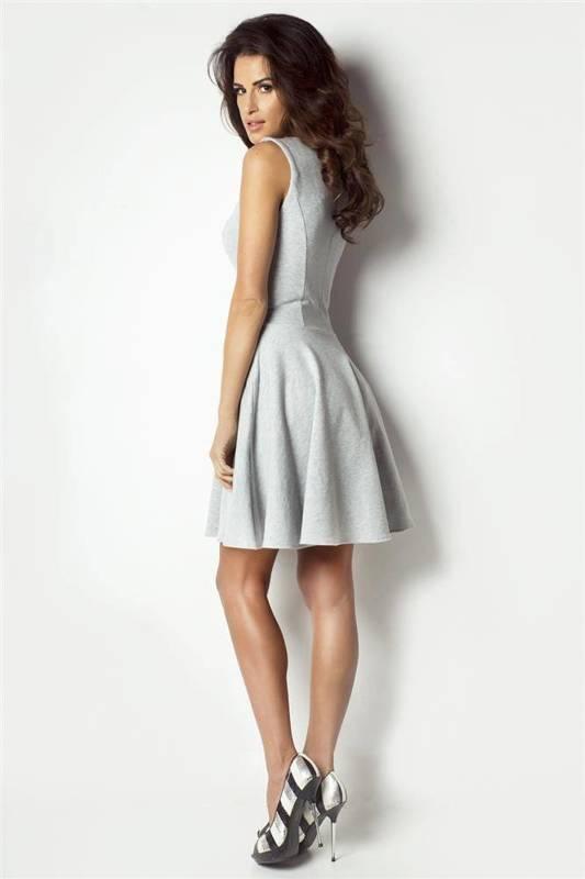 rozkloszowana krótka szara sukienka na co dzień