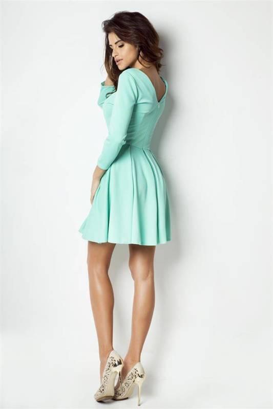rozkloszowana zielona mini sukienka na co dzień