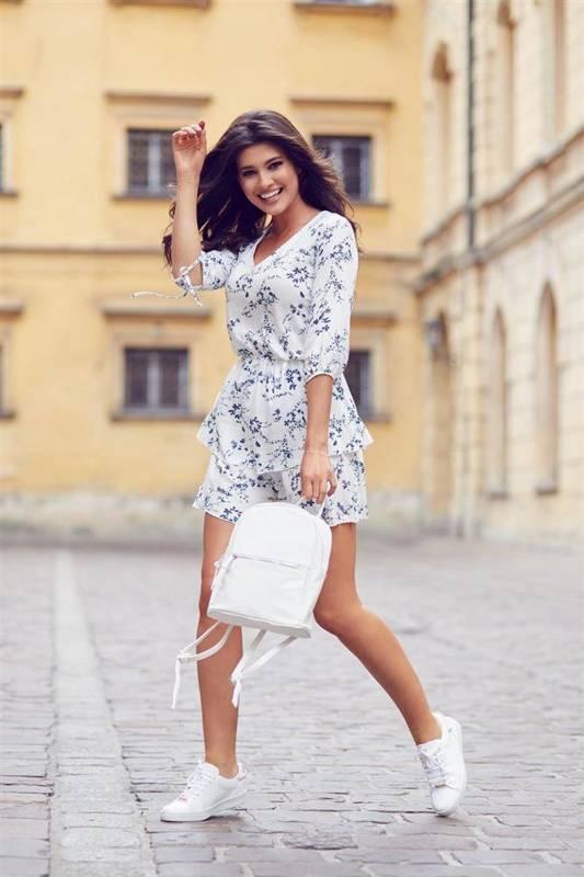 sara w kwiaty biała mini sukienka rozkloszowana z falbanką do pracy